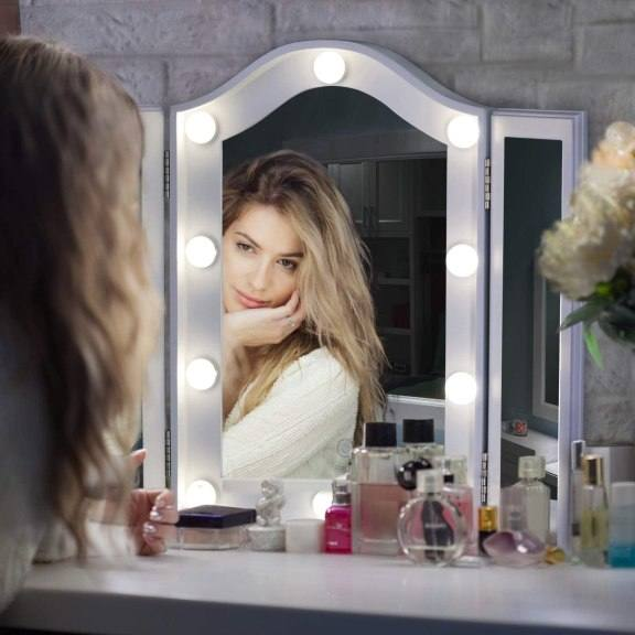 Amazon: Makeup Mirror with 10 Dimmable LED Bulbs $59.90 (Reg. $89.90)